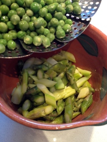 Steamed peas and asparagus