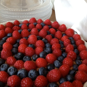 Banana Berry Super Fruit Tart: Kitchen Fireworks to celebrate the 4th!